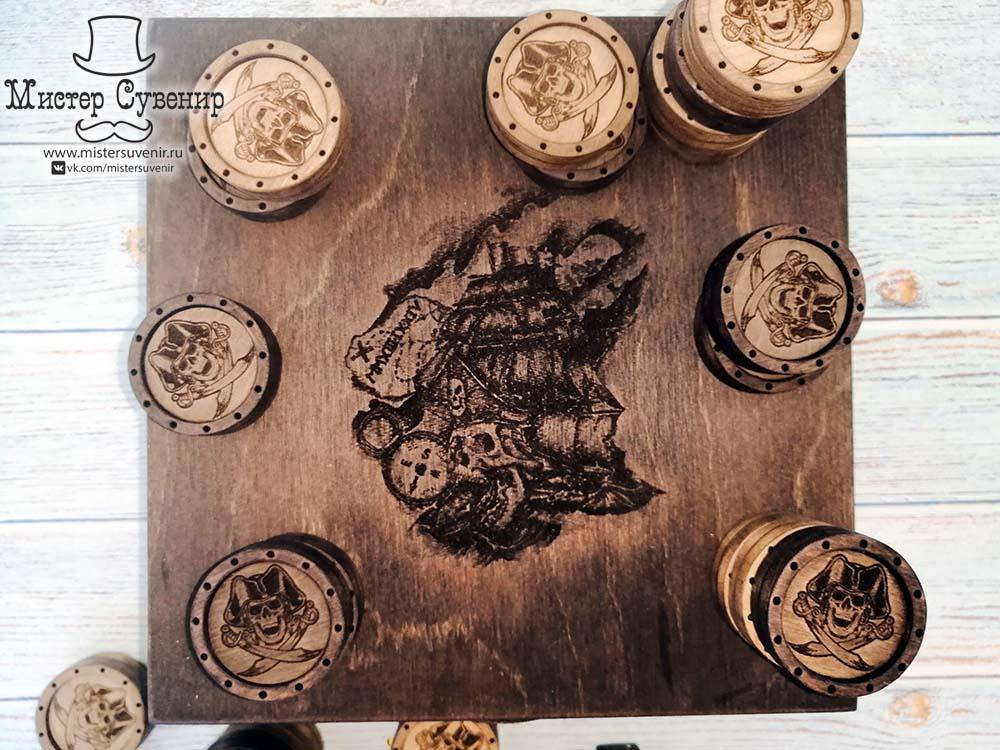 Гравировка на дне шкатулке с фишками для нард