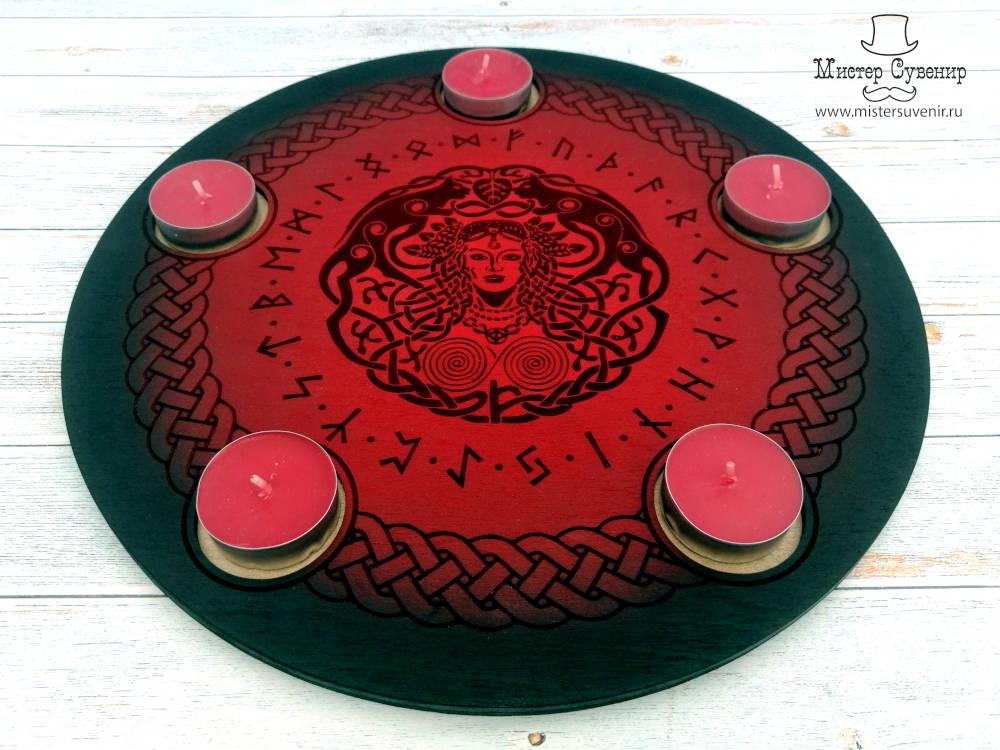 Деревянный алтарь Фрейи ручной работы с красными свечами