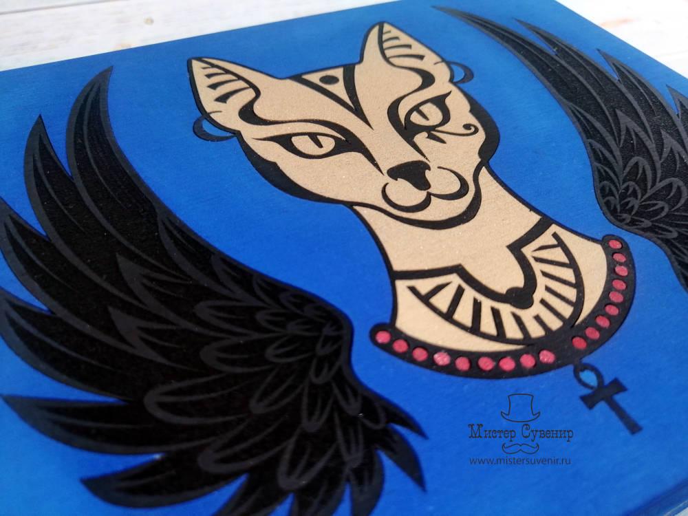 Изображение Бастет в виде кошки на шкатулке ручной работы