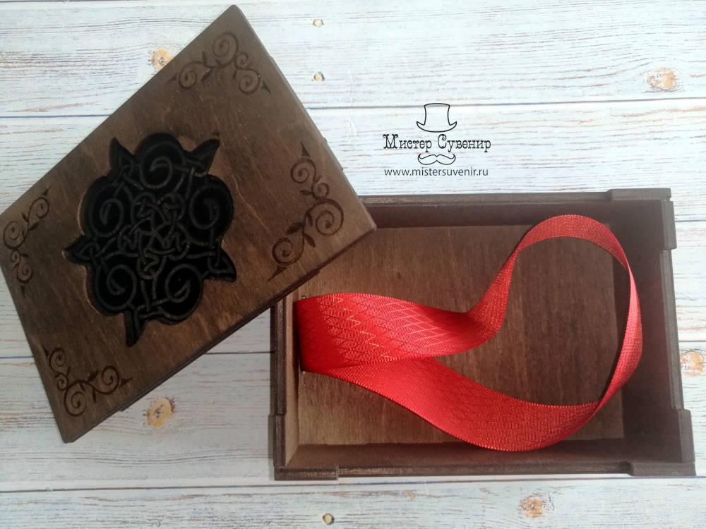 Открытая шкатулка для таро в коричневом цвете