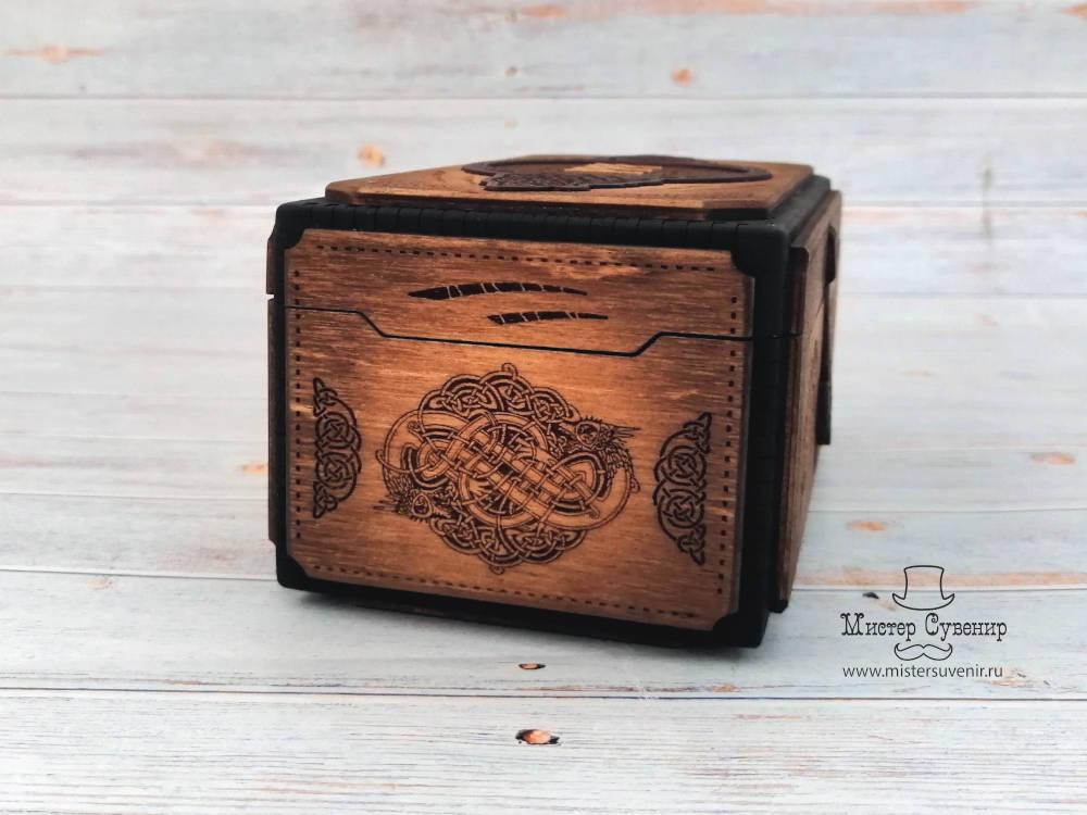 Гравировка скандинавской тематики на торцах шкатулки