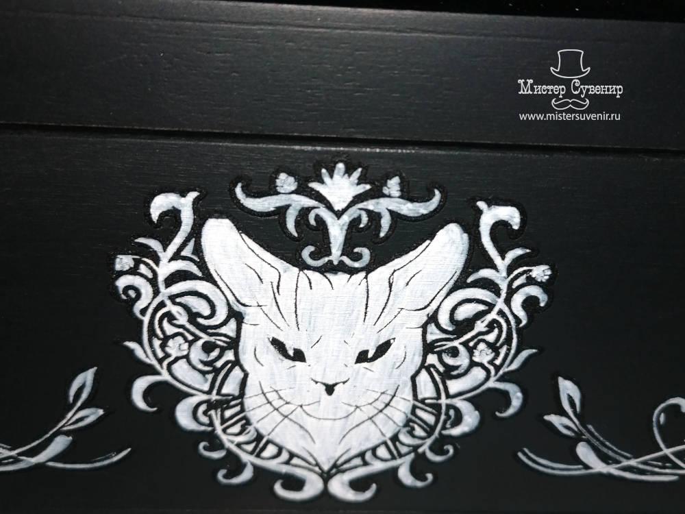 Ручная покраска на коробе для камней