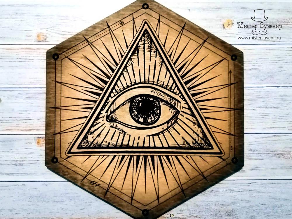 Деревянный алтарь шестигранник с глазом в треугольнике