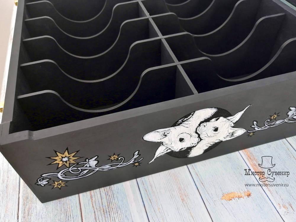 Кошки на коробе для таро