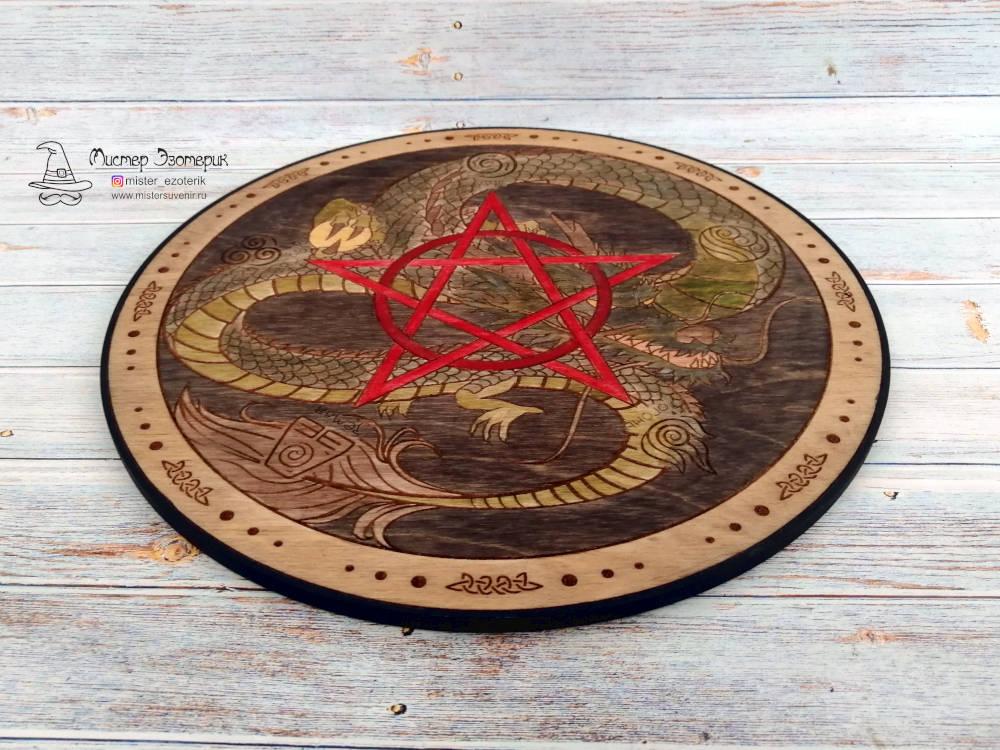 Деревянный алтарь с драконом