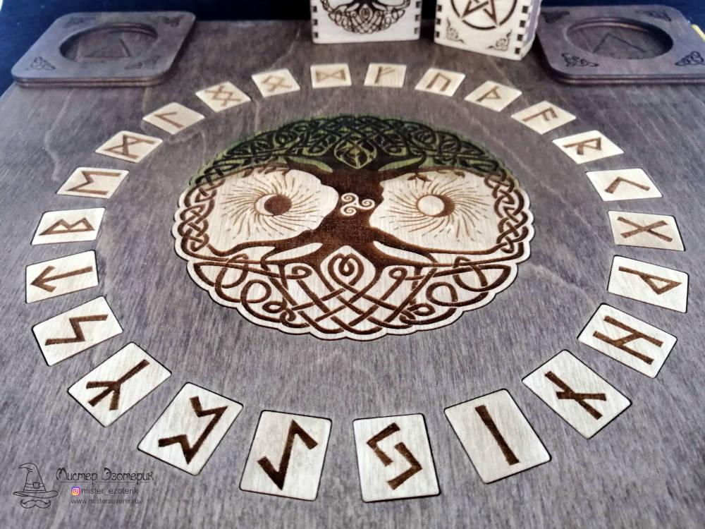 Рунический круг на алтаре иггдрасиль