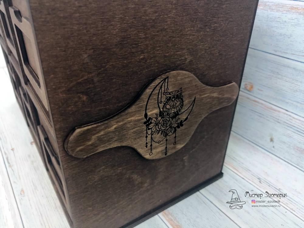 Боковая накладка с рисунком на комоде ручной работы