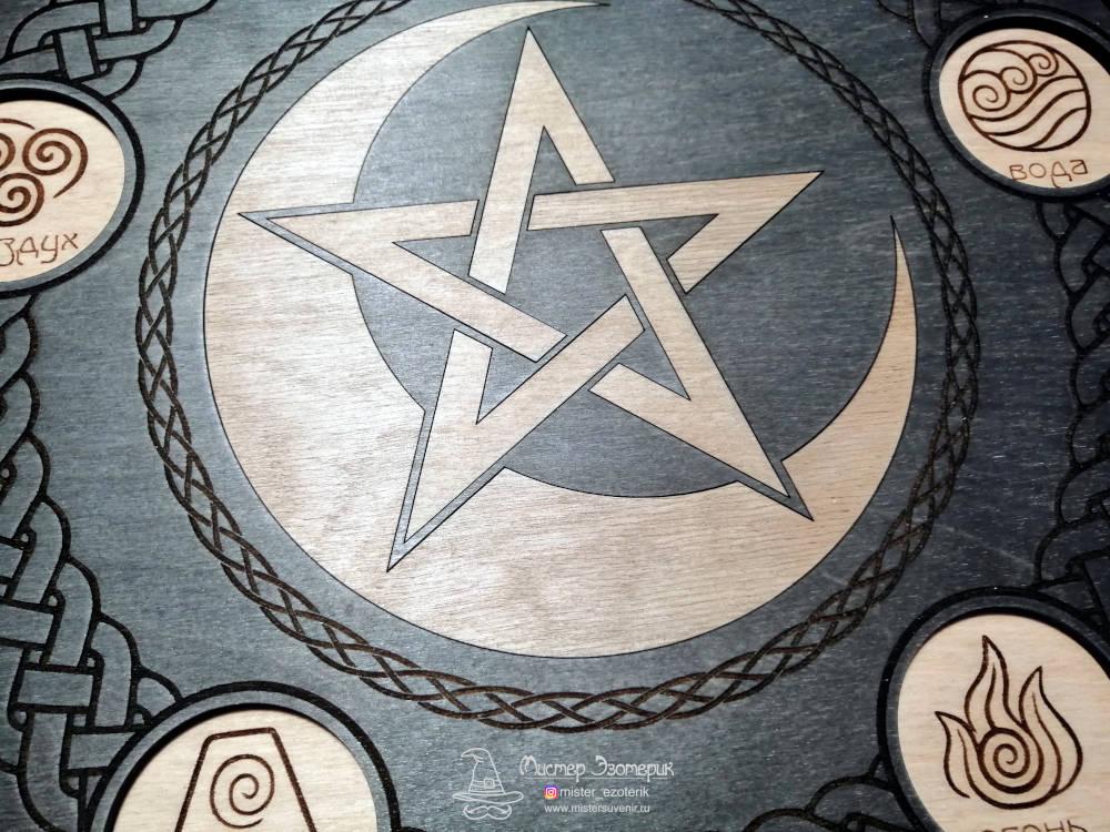 Пентаграмма в луне на алтаре ручной работы из дерева