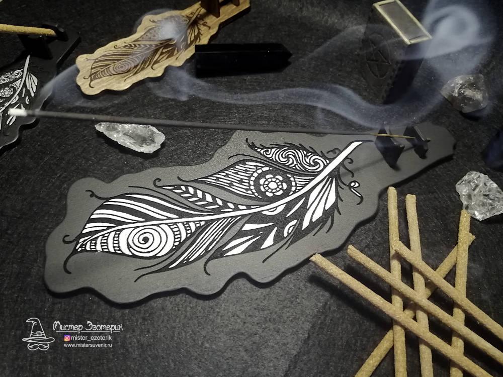 Подставка для благовоний с горящей палочкой