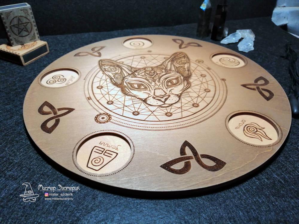 Алтарь ручной работы из дерева