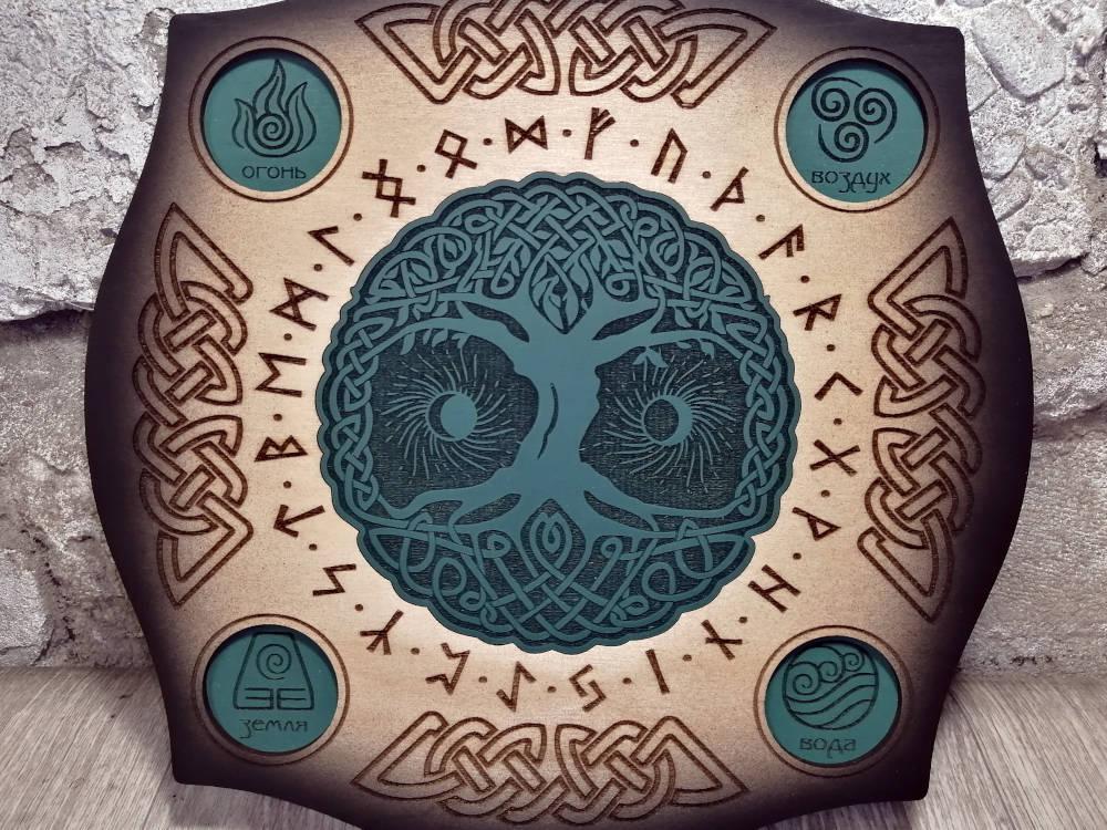 Деревянный алтарь Иггдрассиль